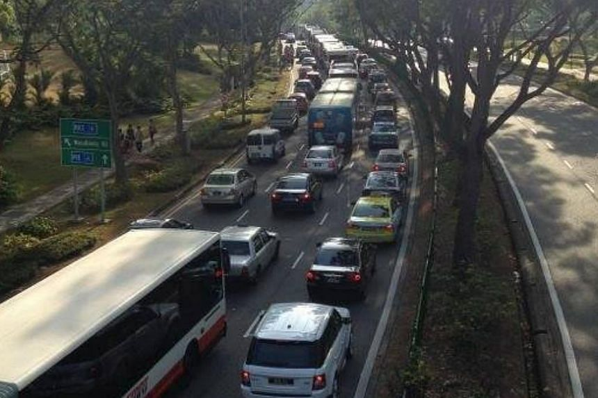 Traffic came to a standstill on the BKE in the direction of the Pan Island Expressway (PIE) at the Bukit Panjang Road entrance during the morning rush hour on Thursday. -- PHOTO: DANNY SOH