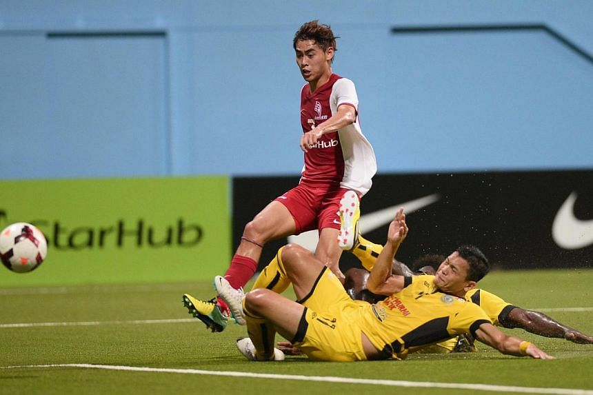LionsXII's Gabriel Quak attempts a shot on goal against Terengganu at theJalan Besar Stadium on Saturday, Feb 8, 2014. The LionsXII had to make do with a 0-0 draw in their Malaysian Super League match.-- ST PHOTO:MARK CHEONG