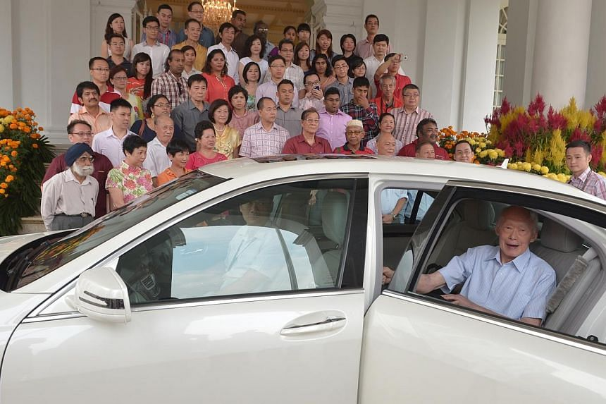 Former prime minister Lee Kuan Yew attended an annual Chinese New Year party for grassroots leaders at the Istana on Sunday evening. -- ST PHOTO: KUA CHEE SIONG