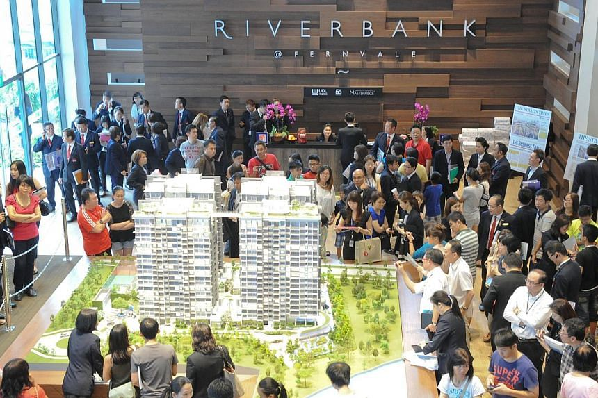 Crowd at the preview of the Riverbank @ Fernvale at Sengkang West Way, developed by UOL. The condo will begin sales on Feb 14.-- PHOTO: UOL