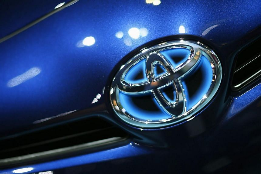 Toyota Motor Corp on Wednesday issued a recall covering all 1.9 million of the third-generation Prius cars sold worldwide, due to a programming glitch in their hybrid system. -- FILE PHOTO: REUTERS