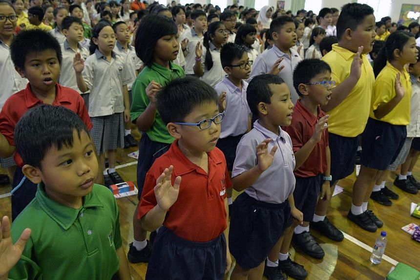 Pupils from West View Primary School pledging to promote responsible online behaviour. The school is the first to roll out the new cyber wellness programme. -- ST PHOTO: DESMOND FOO