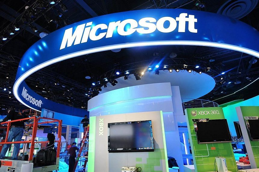 Workers install the Microsoft display before the opening of the 2010 International Consumer Electronics Show (CES), on Jan 6, 2010 in Las Vegas, Nevada.Microsoft's search engine Bing appears to be heavily censoring its Chinese-language search r