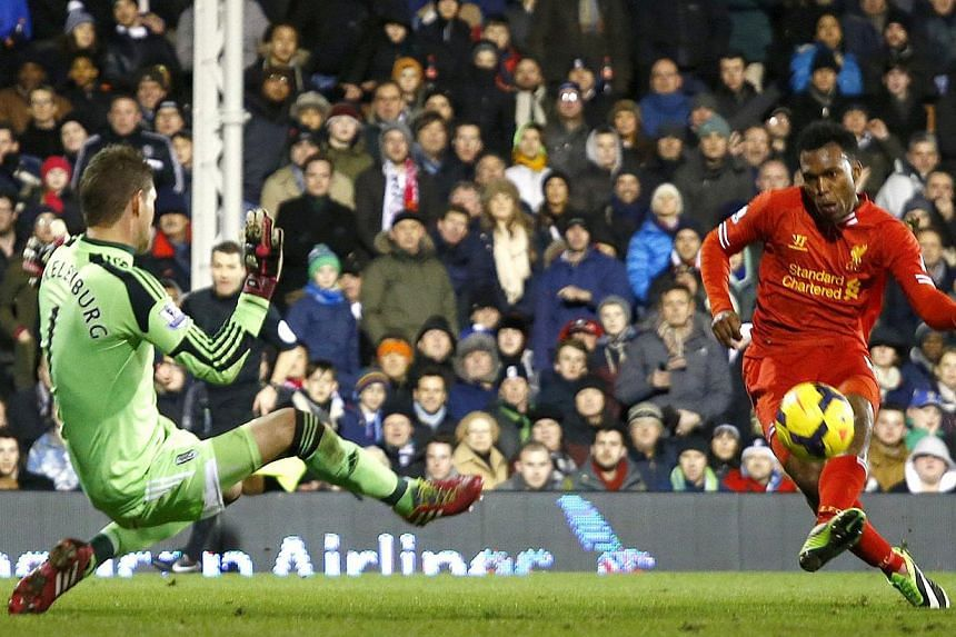 Liverpool's Daniel Sturridge (R) scores a goal against Fulham during their English Premier League soccer match at Craven Cottage in London February 12, 2014. -- PHOTO: REUTERS