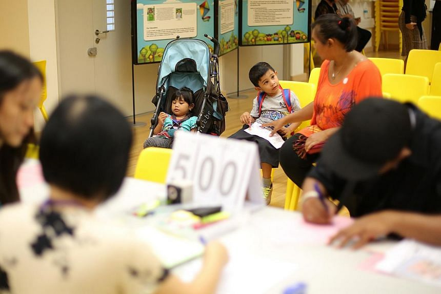 First day of the Ministry of Education (MOE) kindergarten registration at Punggol View Primary School on Apr 8, 2013. Parents who want to enrol their kids in Kindergarten 1 at the MOE kindergartens can do so on April 4 and 5, 2014. -- ST FILE PHOTO: