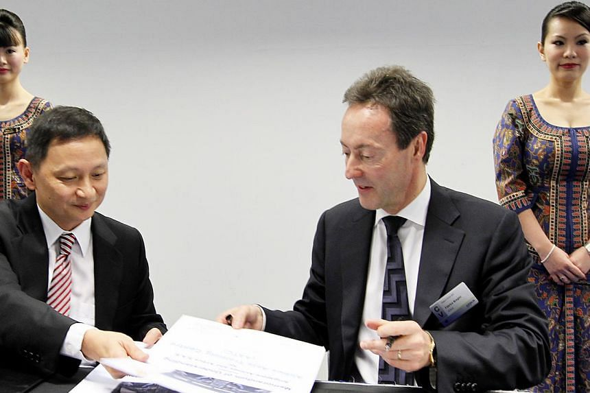 Singapore Airlines chief executive Goh Choon Phong (left), and Airbus president and chief executive Fabrice Bregier at the Singapore Airshow on 12 Feb 2014. Singapore Airlines is joining forces with plane manufacturer Airbus to set up a pilot school
