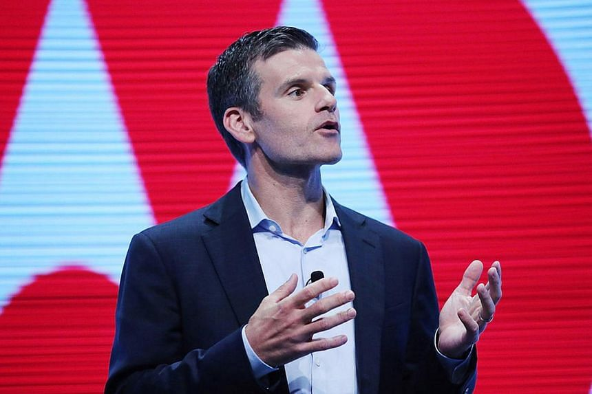The head of Google-owned maker Motorola, Dennis Woodside, announced on Thursday he is leaving the smartphone maker to become chief operating officer at the online storage firm Dropbox. -- FILE PHOTO: ONLINE