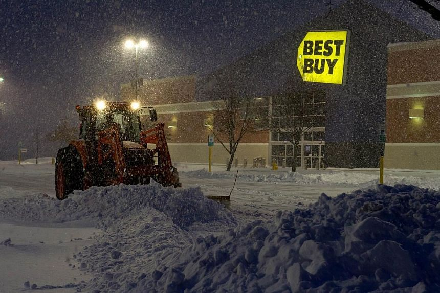 A worker plows snow from a parking lot during a major snowstorm, on Feb 13, 2014 in Manassas, Virginia. -- PHOTO: AFP