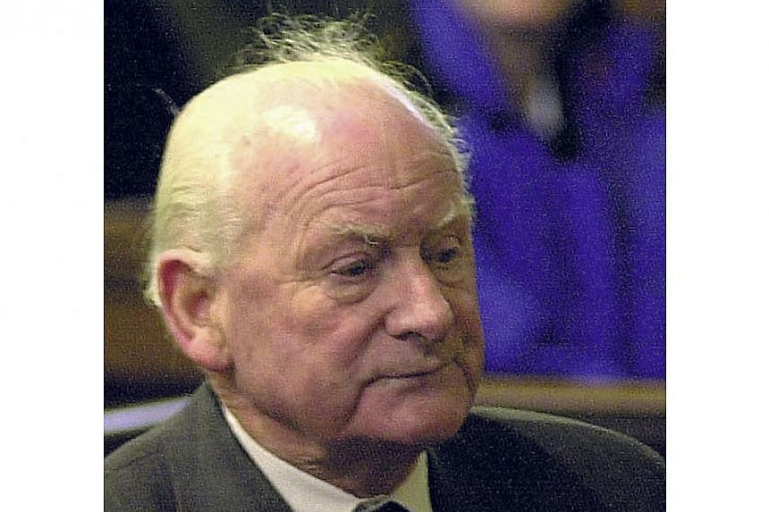 """Football legend Tom Finney, one of England's greatest players who was famously known as the """"Preston Plumber"""", has died at the age of 91, his former club Preston North End said on Feb 14, 2014. -- FILE PHOTO: REUTERS"""