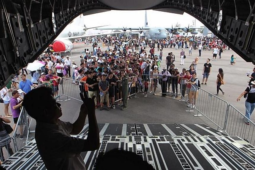 Members of the public queue to get into the United States Air Force C-17 at the Singapore Airshow 2014 on Sunday, Feb 16, 2014. -- ST PHOTO: NEO XIAOBIN