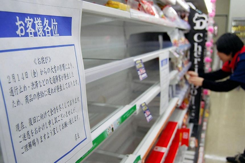 A food shelf at a convenience store is seen empty during a fresh food shortage in Nagano, central Japan on Feb 17, 2014. -- PHOTO: AFP