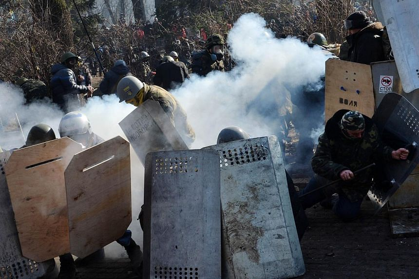 Anti-government protesters clash with police in front of the Ukrainian Parliment in Kiev on Tuesday, Feb 18, 2014.At least three anti-government protesters were killed and some 150 others injured, some seriously, on Tuesday in fresh clashes bet