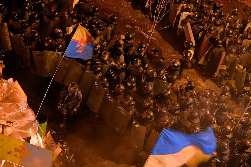 Anti-government protesters clash with the police during their storming of the Independence Square in Kiev on Feb 18, 2014. -- PHOTO: AFP