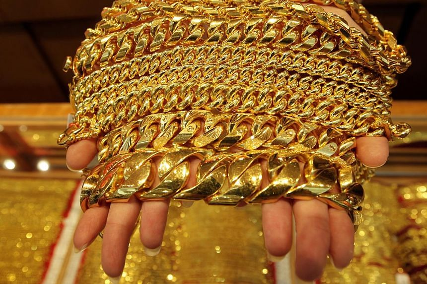 A test on 20 randomly picked gold jewellery retailers conducted by The Consumers Association of Singapore (CASE) found that while their gold pieces passed the fineness requirement test, most of them are engaging in unfair retail practices. -- ST FILE