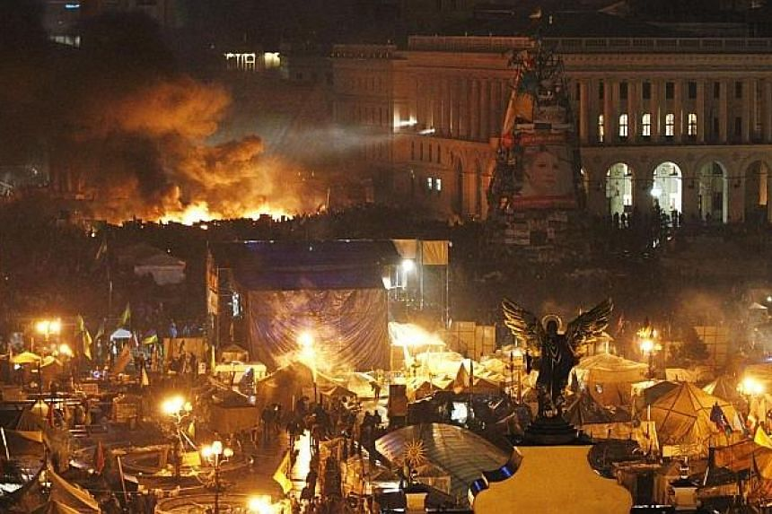 Smoke rises above burning barricades at Independence Square during anti-government protests in Kiev, Feb 20, 2014. -- PHOTO: REUTERS