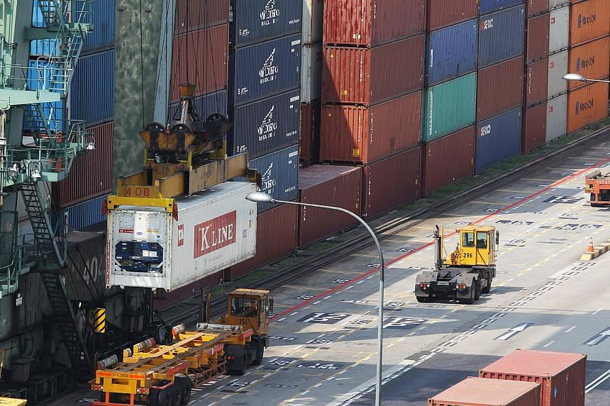 Singapore shipped fewer goods abroad last year, as both electronic and non-electronic shipments fell. -- ST FILE PHOTO: ONG WEE JIN