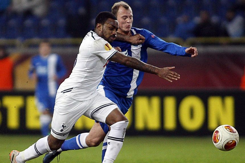 FC Dnipro's Roman Zozulya (right) and Tottenham Hotspur FC's Ezekiel Fryers (left) during the UEFA Europe League round of 32 football match Dniepropetrovsk vs Tottenham in Dnipropetrovsk on Feb 20, 2014. -- PHOTO: AFP