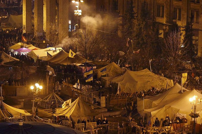 Anti-government protesters gathering around tents and barricades near Independence Square in central Kiev on Feb 20, 2014. United States Secretary of State John Kerry hit out at Ukrainian security forces on Feb 20, 2014, demanding that violence meted