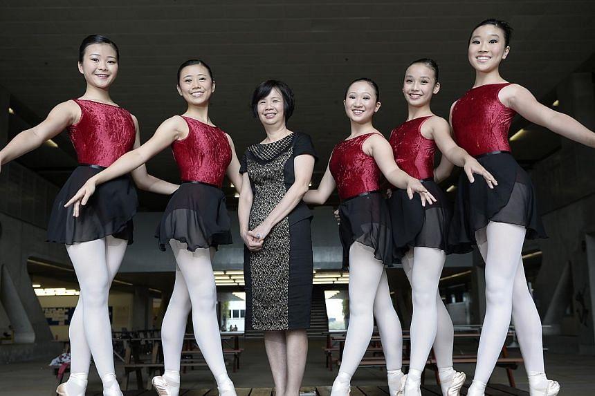 Sota principal Lim Geok Cheng with dance students (from left) Elaine Ng, Jill Goh, Natasha Boon, Esen Thang and Anabel Ng. -- ST FILE PHOTO