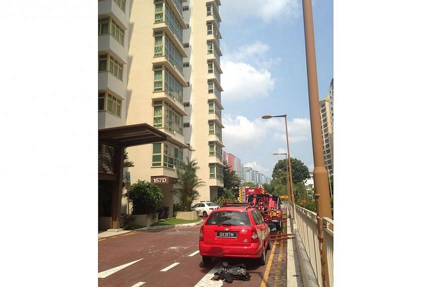A woman in her 60s and a four-year-old were evacuated from a flat in Punggol on Monday morning after a fire broke out in the flat.-- ST PHOTO: HOE PEI SHAN