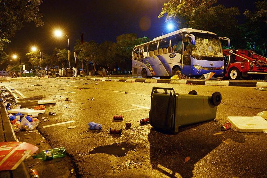 An auxiliary police officer who was on the ground on the night of the Little India riot on Dec 8 last year had already arrested four men before the crowd started setting fire on government vehicles. -- ST FILE PHOTO: DESMOND WEE