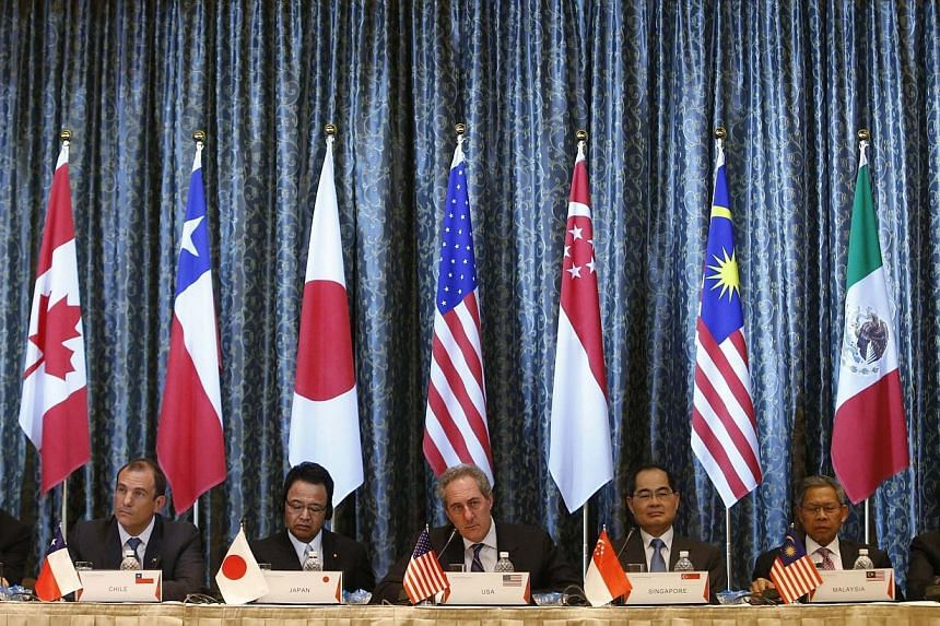 US Trade Representative Michael Froman (centre) speaks next to Japan's Economics Minister Akira Amari (centre left) and Singapore's Trade Minister Lim Hng Kiang (centre right), amongst trade ministers representing Canada, Peru, Malaysia and Mexico du