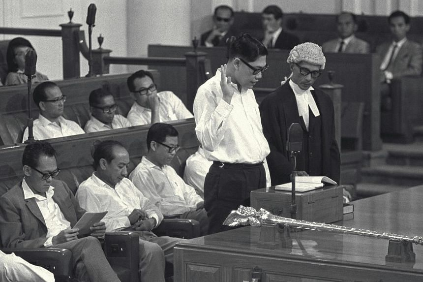 Mr Chua Sian Chin, (centre), taking the oath of allegiance at the first meeting of the newly-elected all-PAP Parliament on May 6, 1968. -- ST FILE PHOTO: WAN SENG YIP