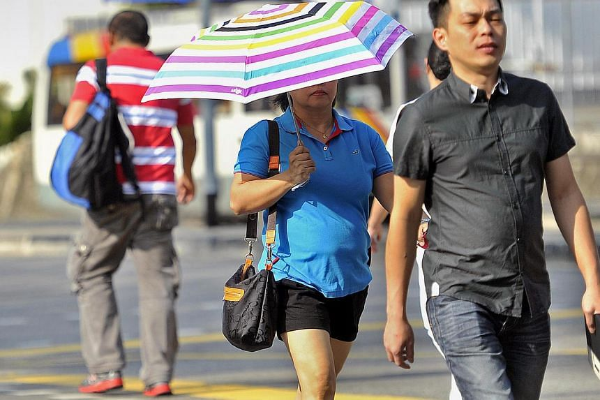 Singapore has been experiencing a dry spell over the past 2 weeks, hitting a record low level of rainfall for the longest time.-- ST PHOTO: MATTHIAS HO