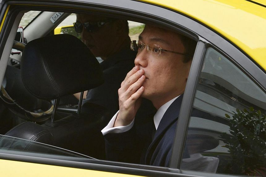 Former law professor Tey Tsun Hang blowing a goodbye kiss to his colleagues to thank them for their support as he left the Subordinate Courts. -- ST FILE PHOTO: ASHLEIGH SIM