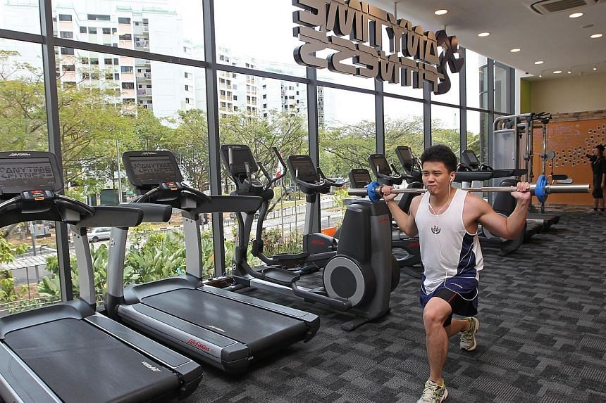 Yun Jie, 28, who lives across the road from Ace the Place Community Club, trains in the 24-hour gym located in the new CC. -- ST PHOTO: SEAH KWANG PENG