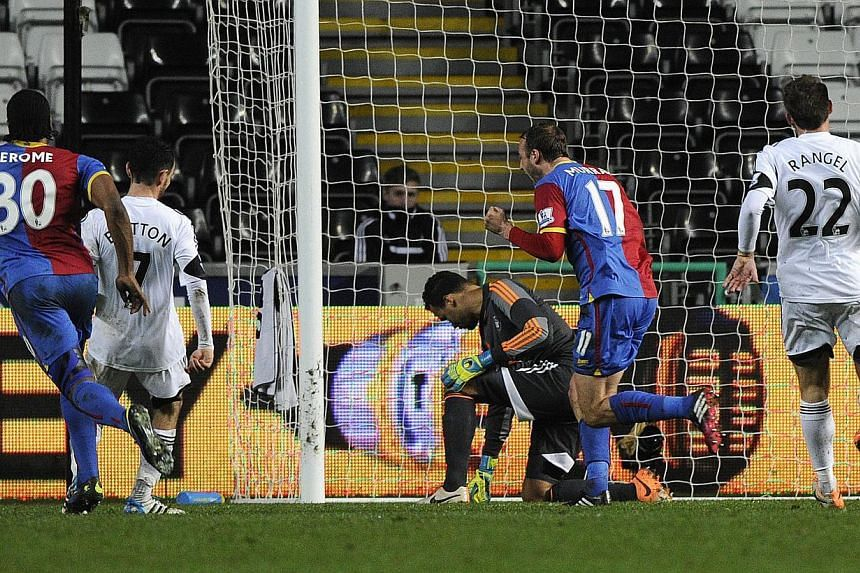 Crystal Palace's Glenn Murray (2nd right) scores a penalty during their English Premier League soccer match against Swansea City at the Liberty Stadium in Swansea, Wales, on Mar 2, 2014. -- PHOTO: REUTERS