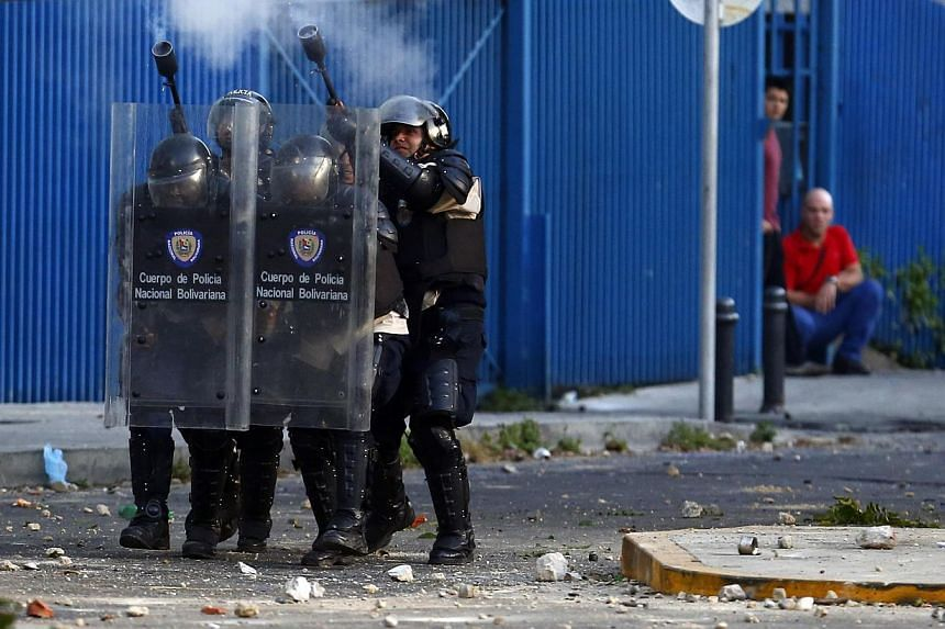 Police fire teargas at anti-government protesters during clashes at Altamira square in Caracas on March 3, 2014. -- PHOTO: REUTERS