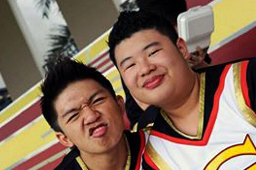 Lai Qing Xiang (right), a member of Ngee Ann Polytechnic's cheerleading team Magnum Force, died after spending two weeks in a coma at the National University Hospital. -- FILE PHOTO: WANBAO READER
