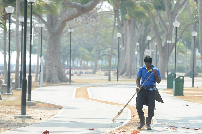 Singapore experienced slight haze on Tuesday morning, as the Pollutant Standards Index's (PSI) three-hour reading crept into the moderate range. It stood at 51 as of 11am. -- ST PHOTO:AZIZ HUSSIN