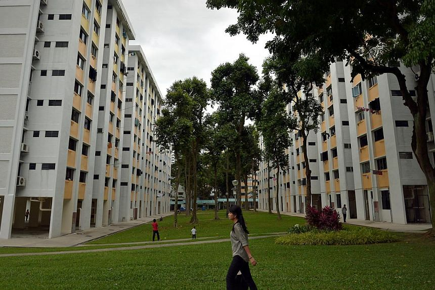 The median cash premium paid for a Housing Board resale flat fell to zero in February 2014, down from $3,000 in January, according to Singapore Real Estate Exchange (SRX) flash figures on March 6, 2014. -- ST FILE PHOTO: KUA CHEE SIONG