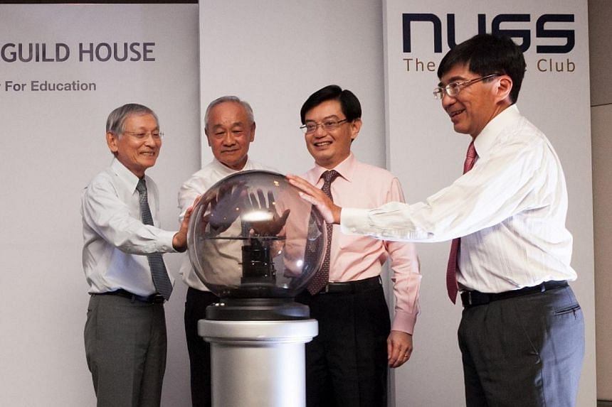 NUSS Project sub commitee chairperson Lai Kim Seng, NUSS President David Ho, Education Minister Heng Swee Keat, Immediate Past President NUSS and NUS Alumni Bursary Fund Chairman Johnny Tan, launching the fourth NUSS guild house at Suntec City on Mar