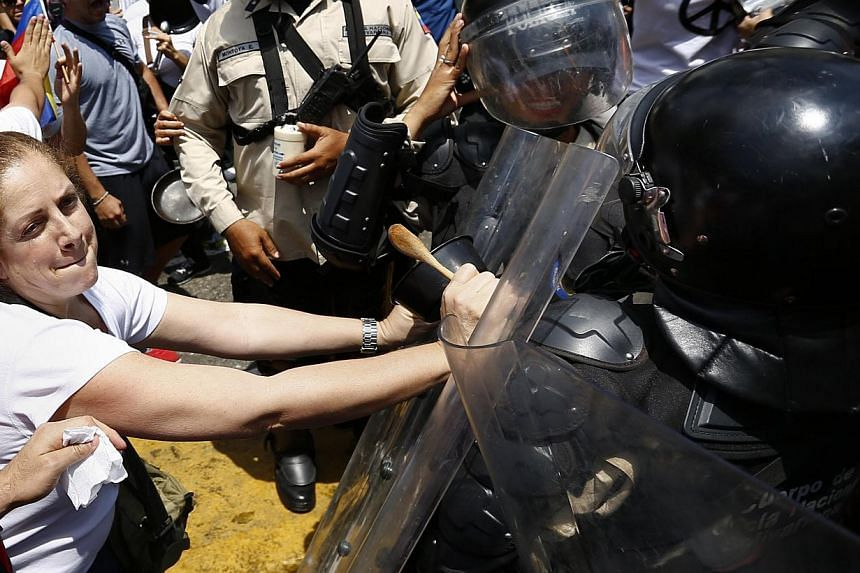 Anti-government protesters scuffle with the police after the police attempted to stop their march in Caracas, Venezuela, on March 8, 2014. -- PHOTO: REUTERS