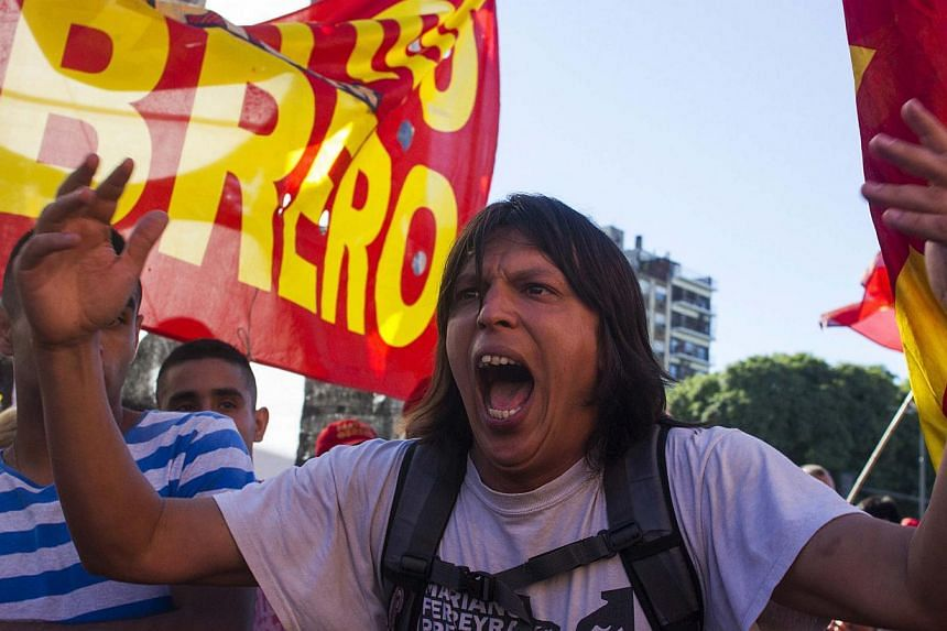 A protester shouts anti-government slogans during a one-day nationwide protest to demand an increase in their monthly wages and a halt in dismissal and suspension of employees in Buenos Aires on March 12, 2014. -- PHOTO: REUTERS