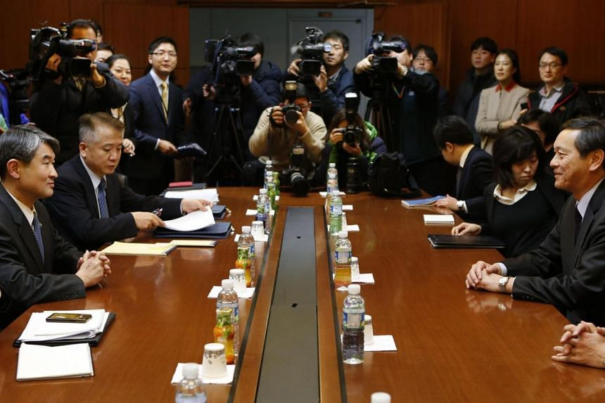 Mr Akitaka Saiki (right), Japan's Vice-Minister for Foreign Affairs, talks with his South Korean counterpart Cho Tae Yong (left) during their meeting at the Foreign ministry in Seoul onMarch 12, 2014. South Korea on Thursday, March 13, 2014,&nb