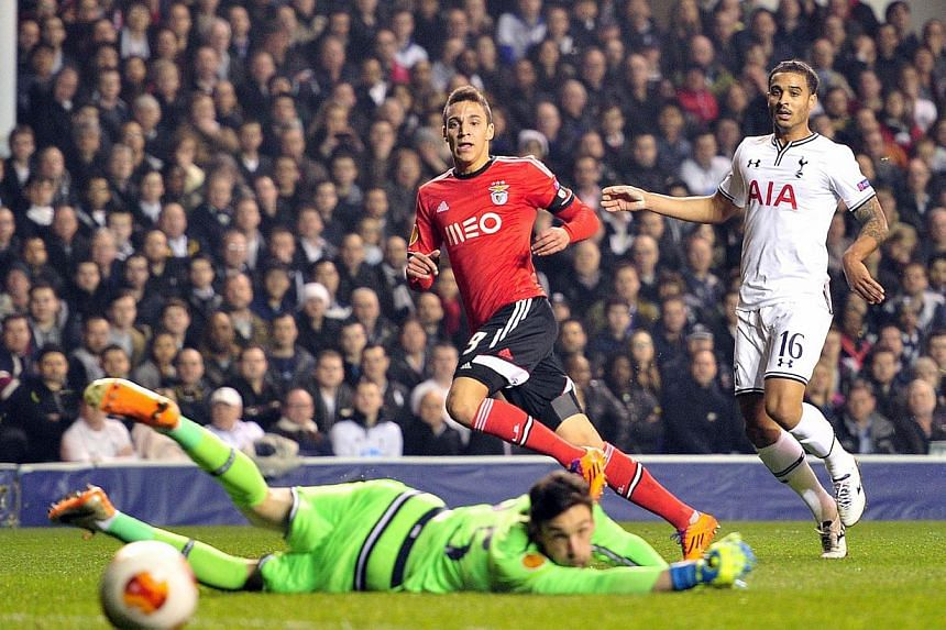 Benfica's Spanish striker Rodrigo (2nd right) scores his team's opening goal during the Uefa Europa League round of 16 first leg football match between Tottenham Hotspur and Benfica at White Hart Lane in north London on March 13, 2014. -- PHOTO: AFP