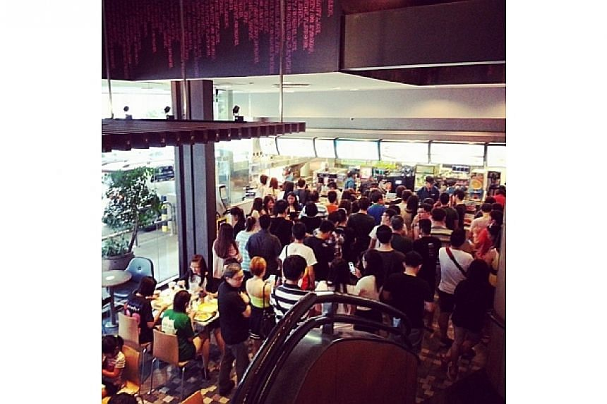Look at the crowd in #kapmacs today. Our heartfelt thanks to King Albert Park Mcdonald's ..-- PHOTO: INSTAGRAM USER SHALNYONG