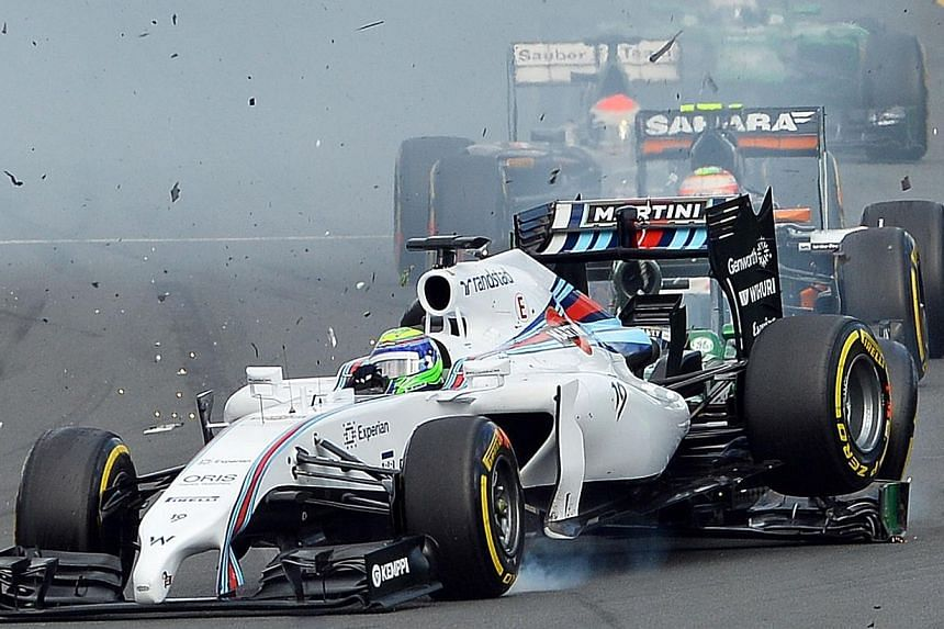 Williams-Mercedes driver Felipe Massa of Spain is bumped from behind by the car of Caterham-Renault driver Kamui Kobayashi of Japan during an accident at the start of the Formula One Australian Grand Prix in Melbourne on March 16, 2014.Massa sa