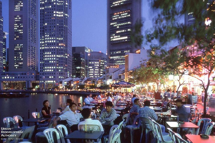 Outdoor refreshment areas at Boat Quay in the 1990s.-- PHOTO:URBAN REDEVELOPMENT AUTHORITY