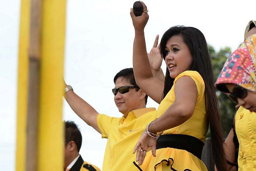At the Golkar rally in Depok on March 21, 2014, the dangdut performers took turns to entertain the crowd. The poltical candidates made their appearances on the stage in pauses between the music. -- PHOTO: Raj Nadarajan