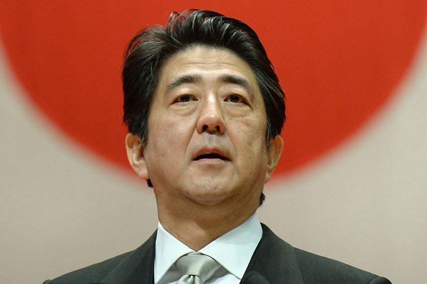 Japanese Prime Minister Shinzo Abe will visit the Anne Frank House museum in Amsterdam on Sunday to highlight Japan's friendship with the Jewish people and sees no contradiction with his recent controversial visit to the Yasukuni Shrine at home. -- P