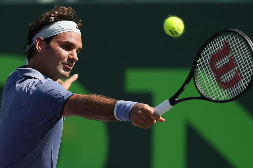 Roger Federer of Switzerland plays a backhand against Thiemo De Bakker of the Netherlands during their third round match during day 7 at the Sony Open at Crandon Park Tennis Centre on March 23, 2014 in Key Biscayne, Florida. -- PHOTO: AFP
