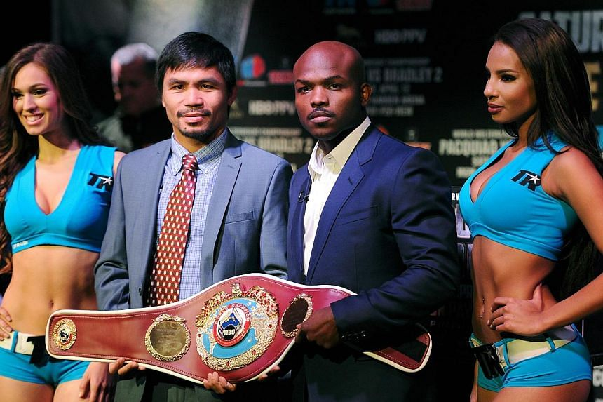 Manny Pacquiao (second left) and Timothy Bradley stand for photos during the press conference to promote their upcoming WBO welterweight champtionship rematch at New World Stages in New York City on Feb 6, 2014. -- FILE PHOTO: AFP