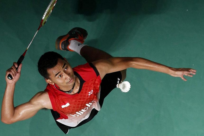 Tommy Sugiarto of Indonesia hits a return to Lee Chong Wei of Malaysia during their men's singles final match at the Malaysian Open Super Series 2014 badminton tournament in Kuala Lumpur January 19, 2014. Indonesian shuttler Tommy Sugiarto will have