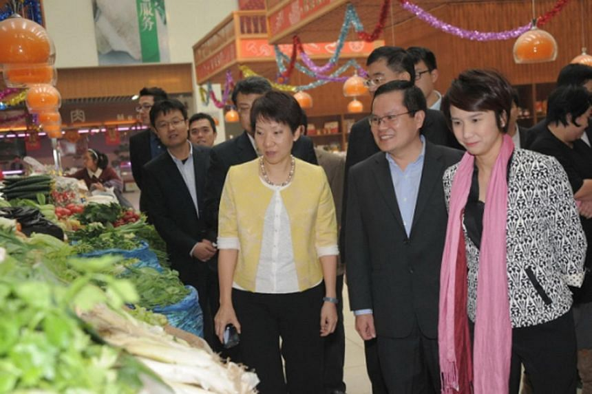 Singapore's Minister Grace Fu visited the market in the Tianjin Eco-City to understand the increasing range of amenities available to residents. -- PHOTO: TIANJIN ECO-CITY