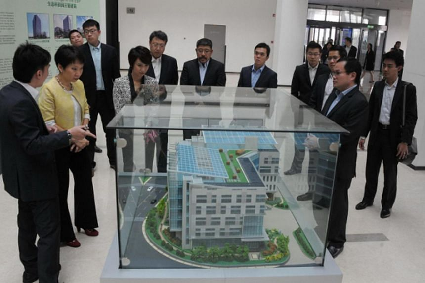 Singapore's Minister Grace Fubeing briefed on the Low Carbon Living Lab in the Tianjin Eco-City. This is the first BCA Green Mark Platinum building in a temperate zone. -- PHOTO:TIANJIN ECO-CITY
